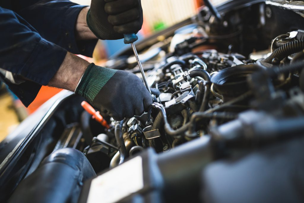 Auto mechanic service and repair